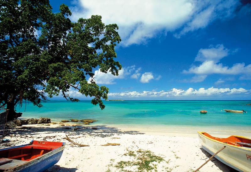 MARIE GALANTE plage et barque