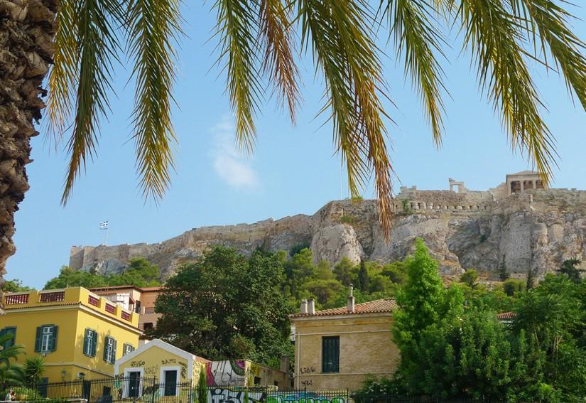 ATHENES - LA PLAKA AU PIED DE L'ACROPOLE