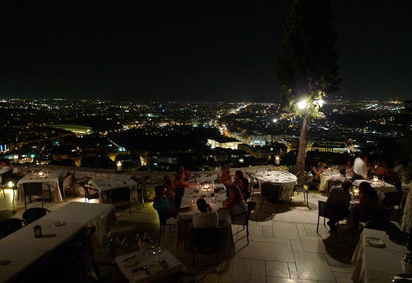 ATHENES - restaurant sur le mont Lycabethe