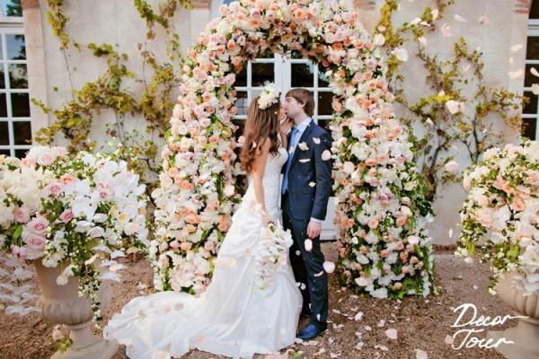 reflets fleurs arche de fleurs pour une ceremonie laique pour des maries amoureux