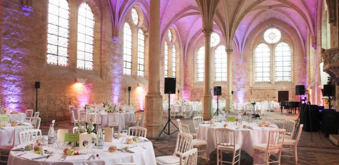 06 - abbaye royaumont mariage val d oise © Bruno Cohen salle des moines diner soiree millemariages.com