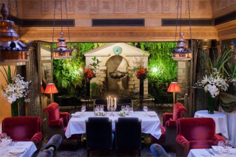 mariage romantique à l'HOTEL Paris, repas de noces