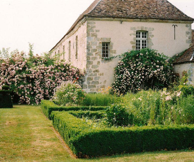 prieure-de-voulton-salle-de-mariage-77-seine-et-marne-roseraie-millemariages