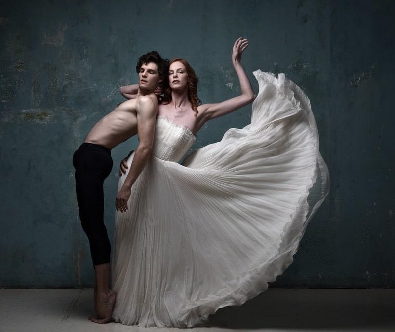 robe-de-mariee-fanny-liautard-robe bustier-en-mousseline-blanche-plissee-robe-de-mariee-robe-de-soiree-millemariages