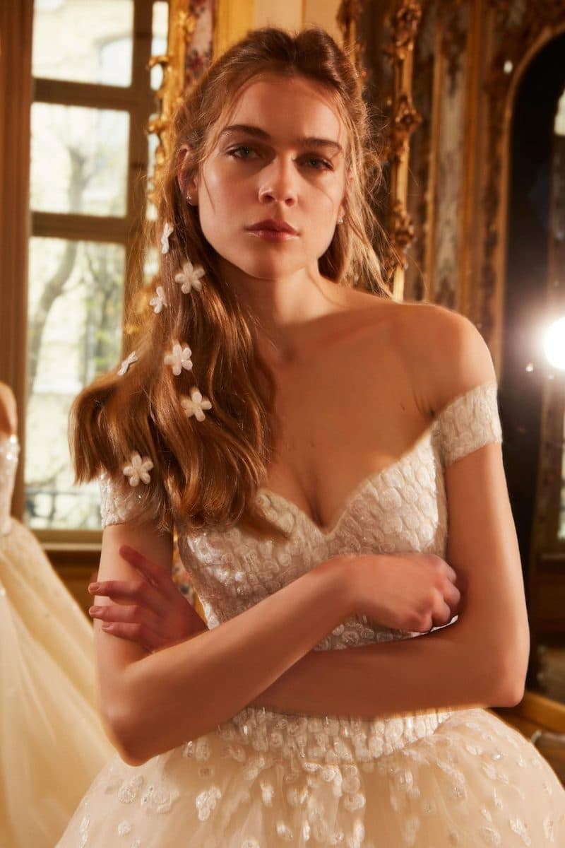 robe de mariée princesse Elie Saab pour le bal de Vienne collection mariage Mille Mariages robe n°16 voile étoile décolleté