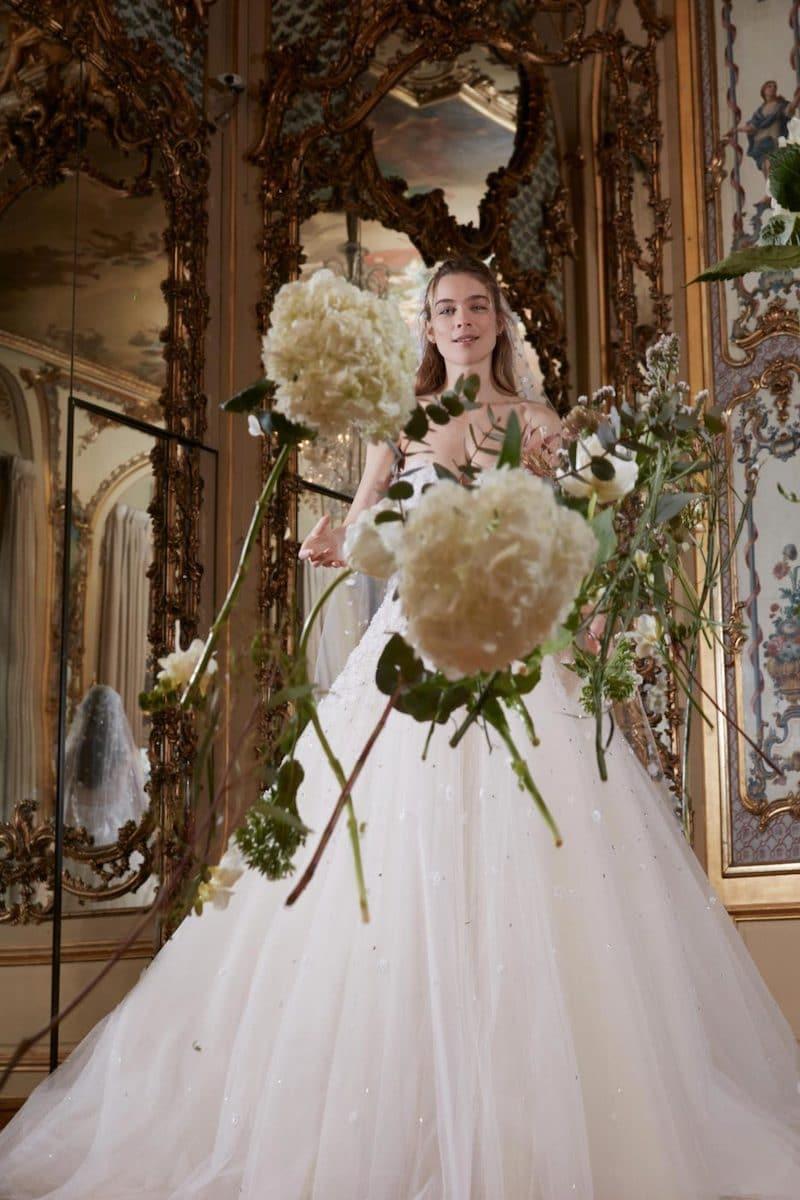 robe de mariée princesse Elie Saab pour le bal de Vienne collection mariage Mille Mariages robe n°24 rose et fleurs