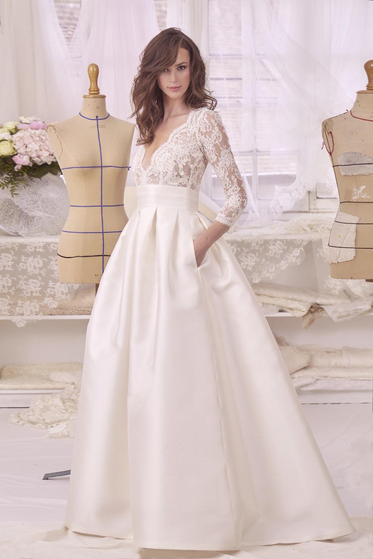 styliste de robe de mariées atelier émélia créateur de la robe monica