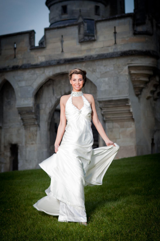 robe de mariee collier de perles au château